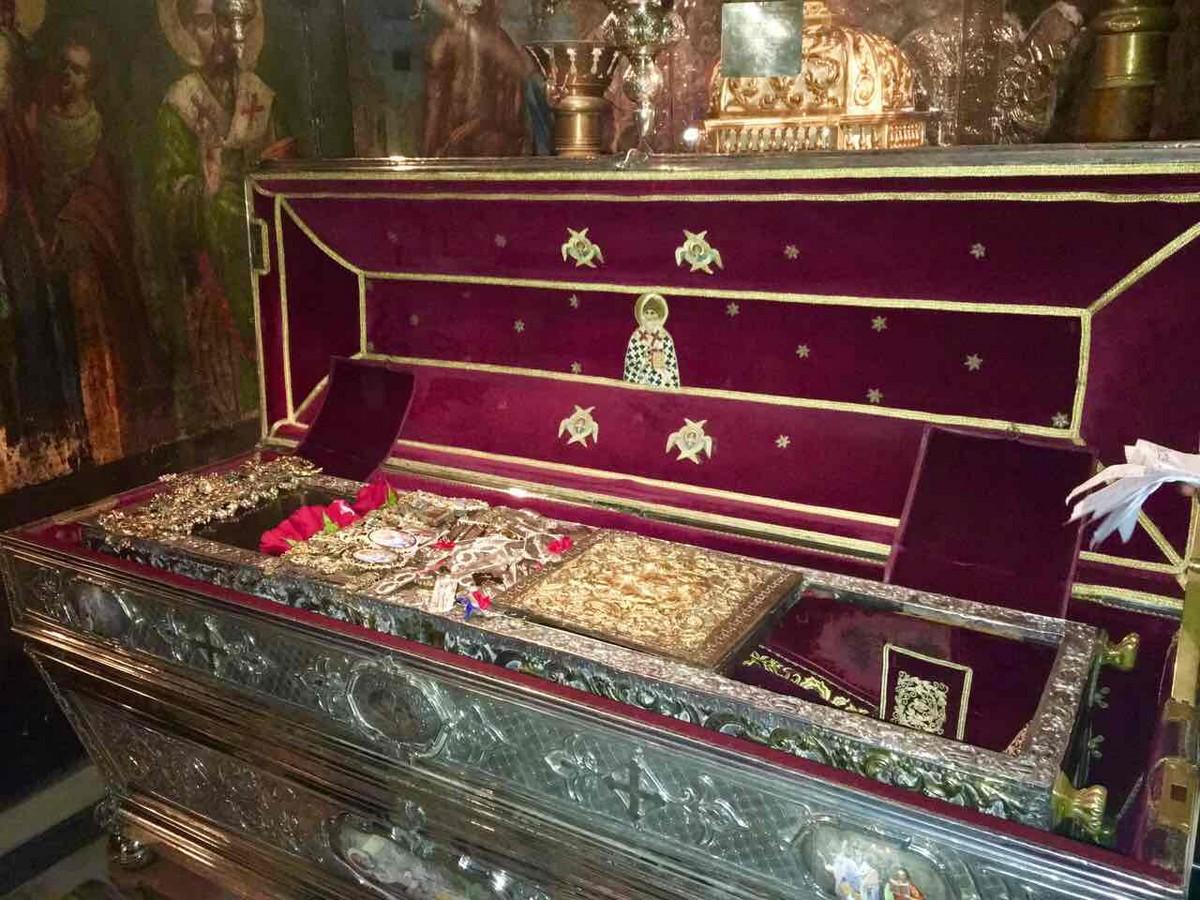 фото гроба спиридон тримифунтский подключено